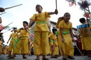 Des jeunes paradent durant un festival à Vigan,... (Photo Ted Ajibe, archives AFP) - image 2.0