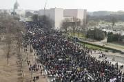 La marche rassemblait notamment les membres des familles... (PHOTO SAUL LOEB, AFP) - image 1.0
