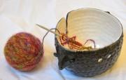 Le tricot redevient à la mode. La céramiste... (Le Soleil, Yan Doublet) - image 1.1