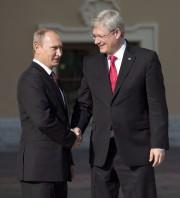Stephen Harper et Vladimir Poutine à Saint-Pétersbourg en... (Archives PC) - image 2.0