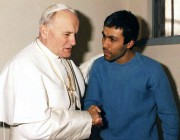 Jean-Paul II et Mehmet Ali Agca, le 27 décembre 1983.... (PHOTO ARCHIVES ASSOCIATED PRESS) - image 1.0