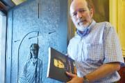 L'historien Jean-Marie Lebel, qui pose devant la porte... (Photothèque Le Soleil, Jean-Marie Villeneuve) - image 1.0