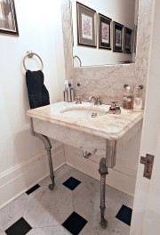 Différents marbres, pour la salle d'eau du rez-de-chaussée.... (Photo Pascal Ratthé, collaboration spéciale) - image 2.1