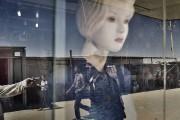 Une scène de rue se reflète dans la... (Photo Adam Ferguson, archives The New York Times) - image 2.1