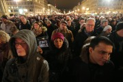 Dix mille personnes se sont retrouvées mardi soir... (Photo KAY NIETFELD, AFP) - image 1.0