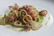 Calmars confits à l'huile d'olive sur purée de... (Le Soleil, Pascal Ratthé) - image 1.0