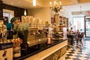 De petits commerces comme le Miss Lily's Cafe... (PHOTO OLIVIER PONTBRIAND, ARCHIVES LA PRESSE) - image 2.0