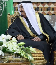 Le roi Salmane d'Arabie saoudite... (Photo AP) - image 2.0