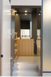 La salle de bain est à l'intérieur du... (PHOTO Urban Capital) - image 2.1