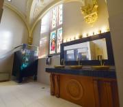 L'autel a été recyclé en meuble pour accueillir... (Le Soleil, Yan Doublet) - image 2.0
