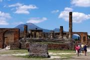 Le Vésuve se dresse derrière les ruines de... (PHOTO MARIE TISON, LA PRESSE) - image 3.0