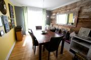 La salle à dîner, avec bois de grange... (PHOTO FRANÇOIS ROY, LA PRESSE) - image 2.0
