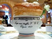 Le potage VGE, aux truffes noires, est couvert... (Photo fournie par l'Office du tourisme de Lyon) - image 1.0