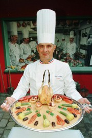 Le chef Paul Bocuse, photographié en 1996, s'est... (Photo Michel Euler, archives AP) - image 1.1