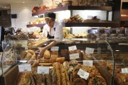 Pains, pizzas, salades, sandwichs, fromages, terrines et gourmandises... (Photo Martin Chamberland, La Presse) - image 2.1