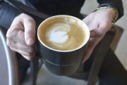 Cette succursale Starbucksse distingue aussi par l'offre de... (Le Soleil, Jean-Marie Villeneuve) - image 1.0