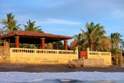 La villa se trouve sur le bord de... - image 1.0