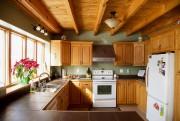 La cuisine aux armoires de bois a été... (PHOTO ALAIN ROBERGE, LA PRESSE) - image 1.0