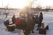 Les participants sont réunis autour d'un feu pour... (Photo fournie par Kava Tours) - image 1.0
