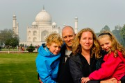 Une photo devant le Taj Mahal d'Agra, en... (Photo fournie par la famille) - image 2.0