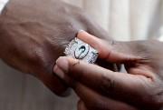 Joe Whitt portait la bague des champions du... (Le Soleil, Erick Labbé) - image 2.0