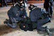 Un manifestant arrêté par la police de Québec... (Le Soleil, Erick Labbé) - image 1.0
