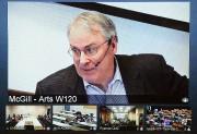 Dans une classe de l'Université McGill, à Montréal, Ken Dryden se... (Photo: PC) - image 2.0