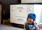 Le petit Xavier, 3 ans, s'amuse dans le... (PHOTO MARCO CAMPANOZZI, LA PRESSE) - image 1.0