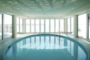 Invitante, l'eau de la piscine est toujours chaude,... (Photo fournie par Profusion Immobilier) - image 1.1