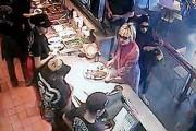 Lorsqu'Hillary Clinton a passé sa commande au comptoir... (IMAGE NYDAILYNEWS.COM) - image 3.0
