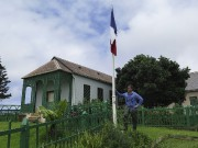 MichelDancoisne-Martineau, devant la maison de Longwood où Napoléon... (PHOTO JEAN LIOU, AFP) - image 1.1