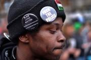 Plusieurs centaines de personnes ont manifesté mardi à New York... (Photo: AFP) - image 2.0