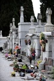 Plusieurs dizaines de tombes chrétiennes ont été profanées... (Photo: AFP) - image 2.0