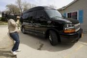 La camionnette à bord de laquelle l'ex-secrétaire d'État... (PHOTO RICK WILKING, REUTERS) - image 1.0