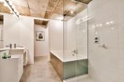 Cette salle de bains située près des chambres... (Photo fournie par Nicolas Shapiro) - image 1.1