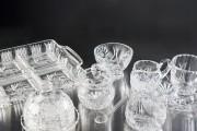 Les objets de cristal à motif soleil constituaient... (Photo Marco Campanozzi, La Presse) - image 5.0