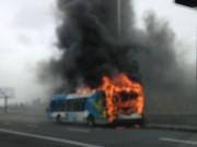 L'autobus a été consumé par les flammes.... (Photo fournie) - image 1.0