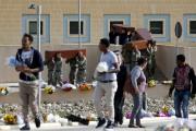 Des soldats portent les cercueils le long d'une... (PHOTO DARRIN ZAMMIT LUPI, REUTERS) - image 2.0