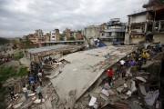 Le bilan du séisme de magnitude 7,8 qui... (Photo Navesh Chitrakar, Reuters) - image 1.0
