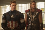 Chris Evans et Chris Hemsworth, alias Captain America... (Photo: fournie par Marvel) - image 2.0