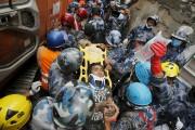 Le miracle du sauvetage de Pemba Lama est... (PHOTO ADNAN ABIDI, REUTERS) - image 1.0