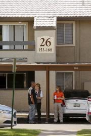 Des enquêteurs ont inspecté lundi l'appartement des suspects,... (Photo: Reuters) - image 3.0