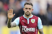 Danny Ings salue les partisans de Burnley avant... (PHOTO JOHN CLIFTON, REUTERS) - image 2.0