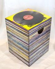 Table en carton à motifs de vinyles, 32,99$... (Le Soleil, Yan Doublet) - image 5.0