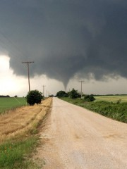 Une tornade touche terre à Cisco, au Texas. ... (Photo: AP) - image 2.0