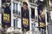 Des affiches de Mad Max : la route... (AFP, ANNE-CHRISTINE POUJOULAT) - image 1.0