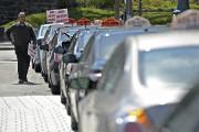 Manifestation des chauffeurs de taxi contre UberX... (Le Soleil, Patrice Laroche) - image 1.0