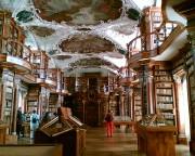 La bibliothèque de l'Abbaye de Saint-Gall... (PHOTO FOURNIE PAR WIKIMEDIA COMMONS) - image 6.0