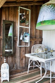 Il a suffi d'un peu de peinture et... (Photo tirée du livre Shed Decor : How to Decorate and Furnish your Favorite Garden Room) - image 1.0