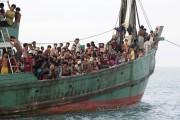 Les bateaux transportent des Bangladais qui veulent échapper... (PHOTO REUTERS/SYIFA) - image 2.1